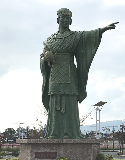 himiko statue